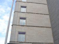 Facaden på Guthenberghuset, her over Bering-butikken med kalksten