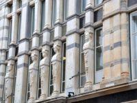 Illums facade med Illum familien og forskellige marmortyper